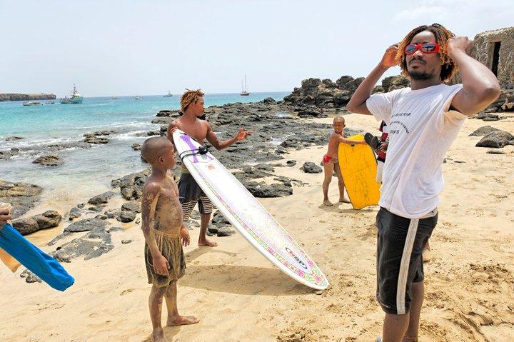 voce conhece a escolinha kabungo surf school no tarrafal